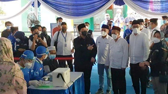 Tinjau Vaksinasi di Pasuruan, Menteri BUMN Pastikan Pemerintah Hadir dan Beri Jaminan Kesehatan Umat