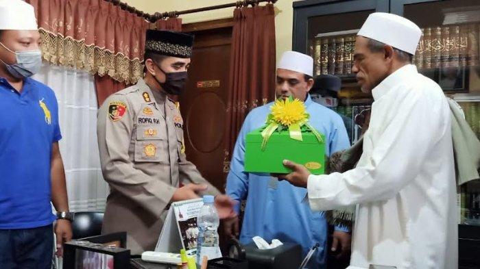 Silaturahim ke Bangil, Polisi Jembatani Perdamaian Antara Habib Umar Assegaf dengan Satpol PP