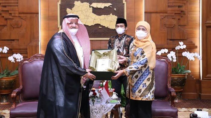 Dubes Arab Saudi Temui Gubernur Khofifah, Bahas Umrah Hingga Rencana Pembukaan Kantor Konsulat