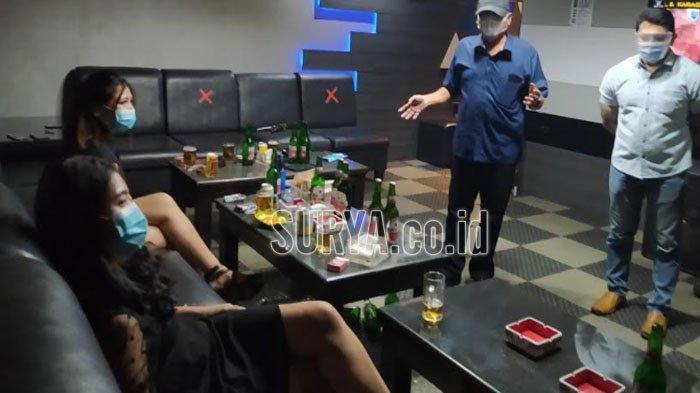 Razia Tempat Hiburan Malam Kota Surabaya, Pemandu Lagu Tak Pakai Masker Malah Rayu Petugas