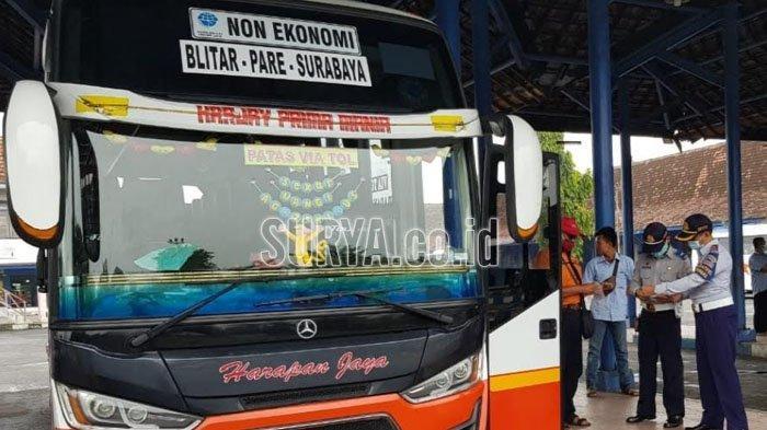 Cegah Penyebaran Covid-19 saat Angkutan Nataru, 30 Pegawai Terminal Patria Kota Blitar Swab Test