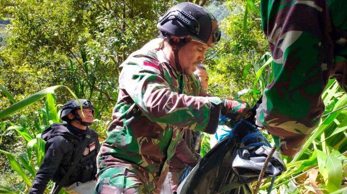 Evakuasi Dramatis Jenazah Nakes Korban Kebrutalan KKB Papua, Medan Sulit & Sempat Dihujani Tembakan