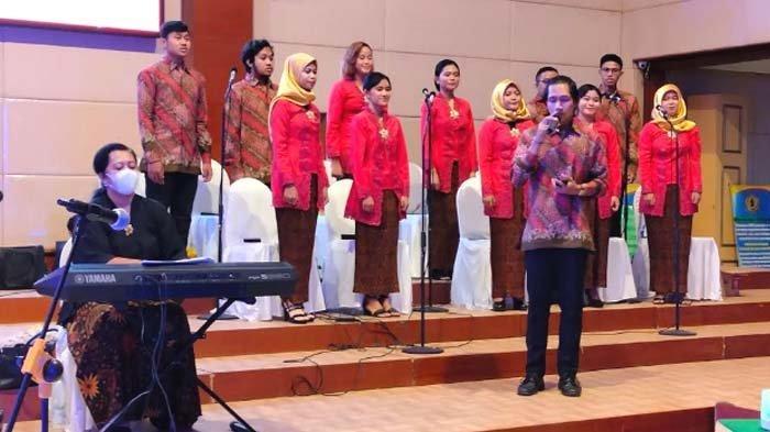 Pesan Ketua Yayasan UWKS untuk Yudisiawan lewat Lagu Ciptaannya, Ajak Mahasiswa Tak Mudah Menyerah