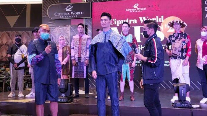 Busana Batik Kombinasi Kain Kasur Tampil di Men Fashion Show 2021