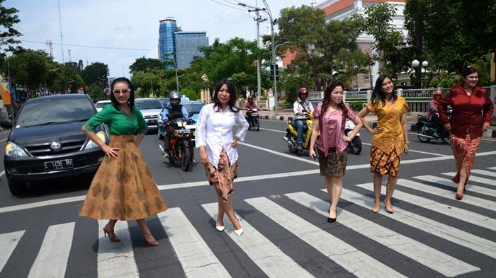 GALERI FOTO - Hari Kartini dari Aksi di Jalanan hingga Lomba Antarkaryawan - fashion_20160421_193348.jpg