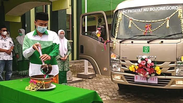 Ketua FPKB DPRD Jatim Serahkan Bantuan Mobil Operasional dan Ribuan Seragam untuk Fatayat Bojonegoro