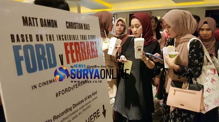 Warga Surabaya Antusias Nonton Film Ford v Ferrari saat Premiere Night di Tunjungan Plaza