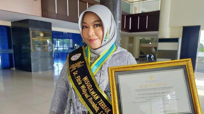 Fitria Widiyani Roosinda Merasa Beruntung Pelajari Komunikasi Forensik, Raih Gelar Wisudawan Terbaik