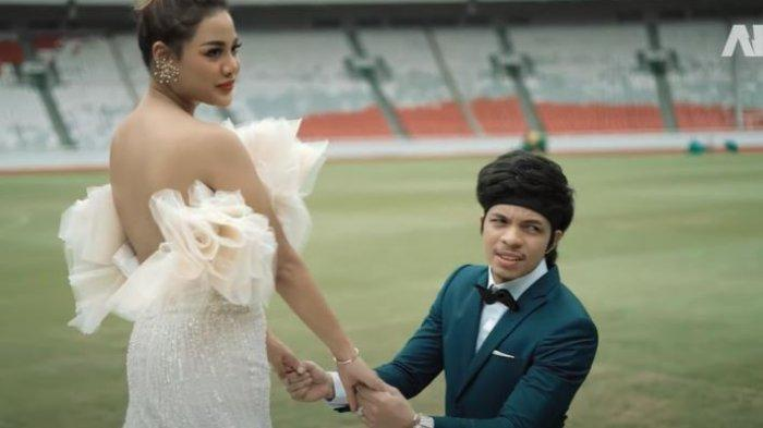 Foto prewedding Aurel Hermansyah dan Atta Halilintar di Gelora Bung Karno (GBK)