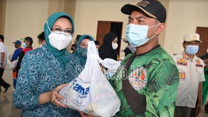 Fatma Foundation dan PKK Kota Pasuruan Bagikan 2.000 Paket Sembako