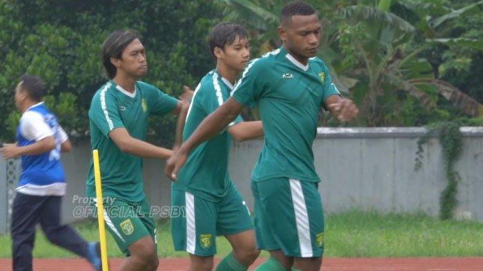 Aji Santoso Pastikan Reva Adi Utama dan Frank Sokoy telah Gabung Persebaya Surabaya