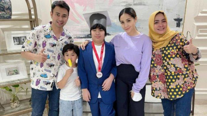 Sosok Gavrel Anak Angkat Rieta Amilia yang Baru Lulus SD, Adik Angkat Nagita Slavina Curi Perhatian