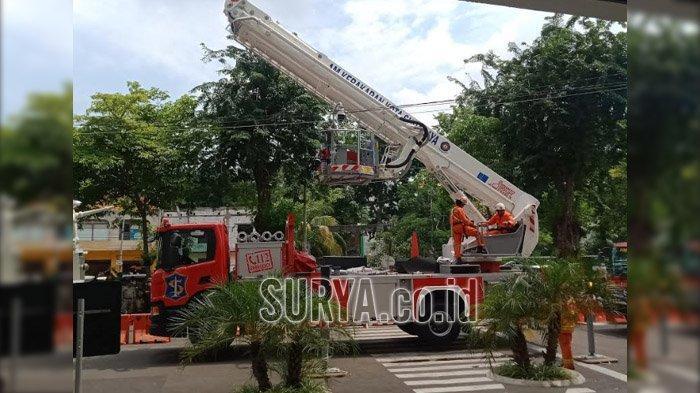 BREAKING NEWS - Kebakaran di Gedung Siola Surabaya, Pengunjung Berhamburan Keluar