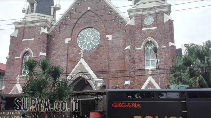 Mobil Gegana Siaga Di Gereja Katolik Kelahiran Santa Perawan Maria Surabaya Ada Apa Surya