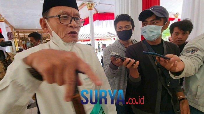 Sastrawan Zawawi Imron Menangis Kenang Syaikhona Muhammad Kholil : Maqom Beliau Sudah Waliyullah