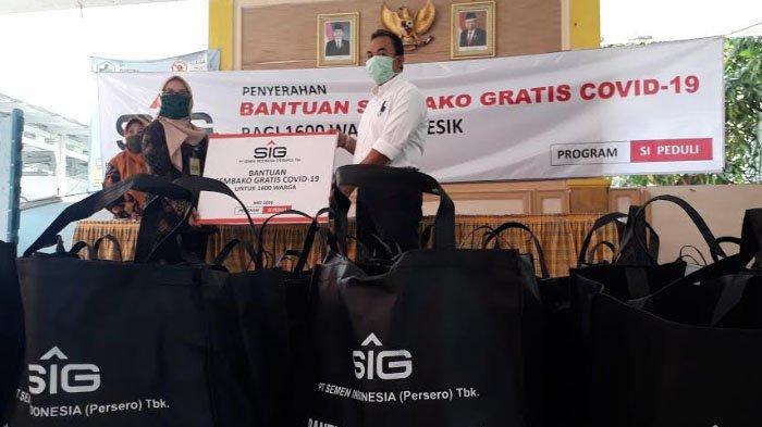 Semen Indonesia Salurkan 1.600 Paket Sembako untuk Warga Sekitar Perusahaan