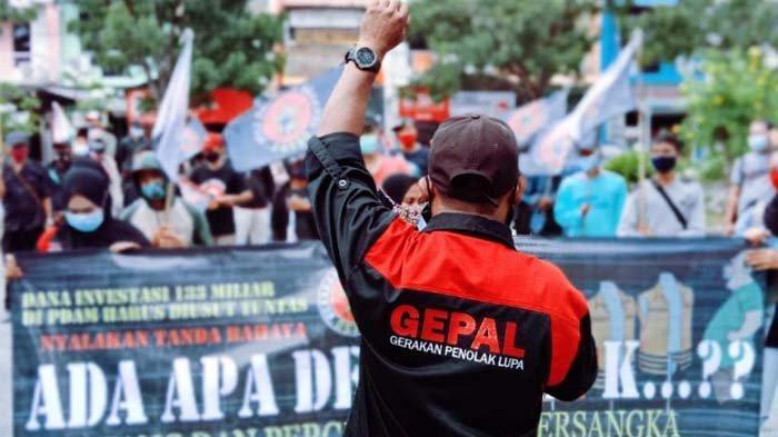 Massa kembali Desak KPK Usut Dugaan Korupsi Perumda Giri Tirta Gresik