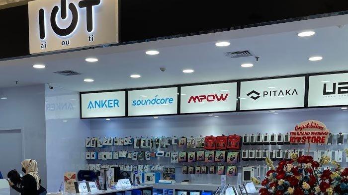 Smartphone 5G Diincar Konsumen pada Pembukaan Gerai Pertama IOT Gadget Store di Jakarta
