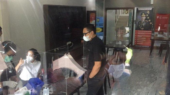 Gisel saat tiba di Polda Metro Jaya