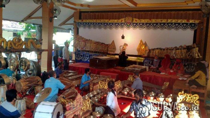 Pertama di Indonesia, Polres Madiun Gelar Wayang Kulit Virtual dengan Lakon Corona Sumilak