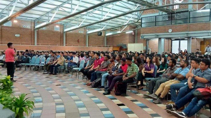 Staf Khusus Presiden Bahas Bisnis Ekonomi Kreatif di Universitas Katolik Widya Mandala Surabaya