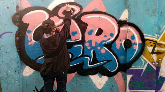 Konsep Grafiti Digarap Matang, Remaja Kediri Ini Banyak Diminta Lukis Tembok Rumah Warga