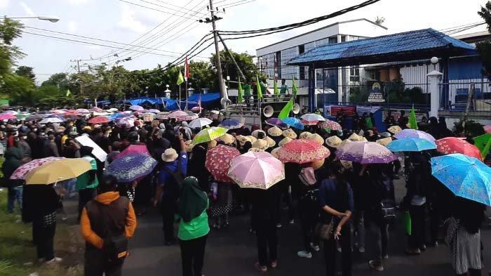 Ribuan Buruh Pabrik New Era Gresik kembali Turun Jalan, Tagih Gaji 4 Bulan dan THR Belum Dibayar