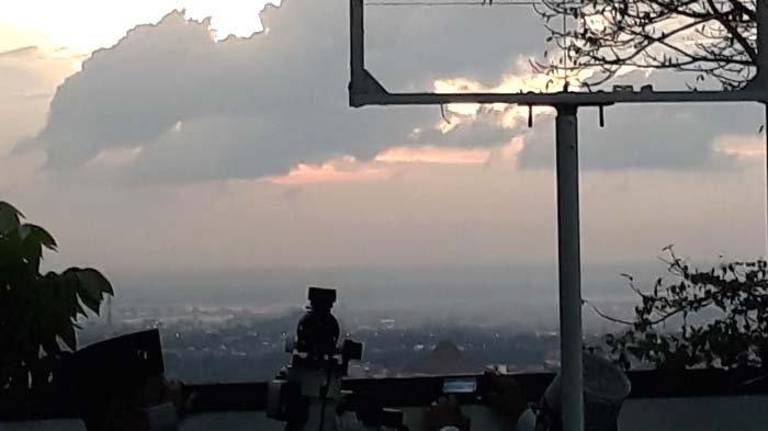 Terhalang Awan, Pantauan Hilal Tim Lajnah Falakiyah NU Gresik Gagal Lihat Bulan di Bukit Condrodipo