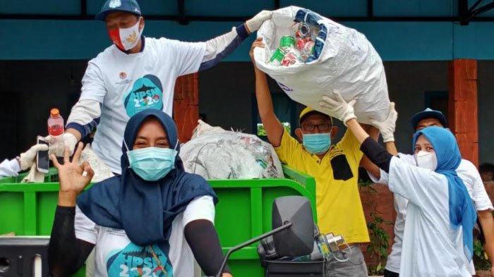 Momentum Hari Peduli Sampah Nasional (HPSN), Dinas Lingkungan Hidup Gresik Gelar Sedekah Sampah
