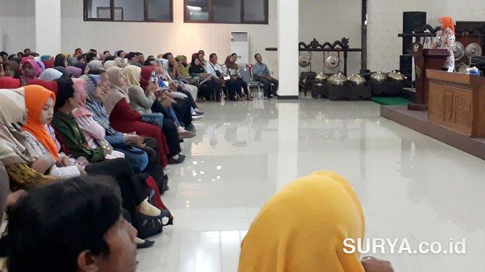Disambut Tepuk Tangan Meriah, 4 Ribu GTT Jember Mendapatkan THR