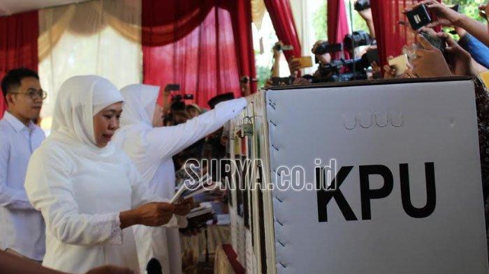Kompak, Gubernur Khofifah dan Empat Anaknya Salurkan Hak Pilih di Pemilu 2019