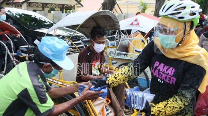 Gubernur Jatim Khofifah Gowes Sambil Ingatkan Patuh 3M di Kawasan Wisata Banyuwangi