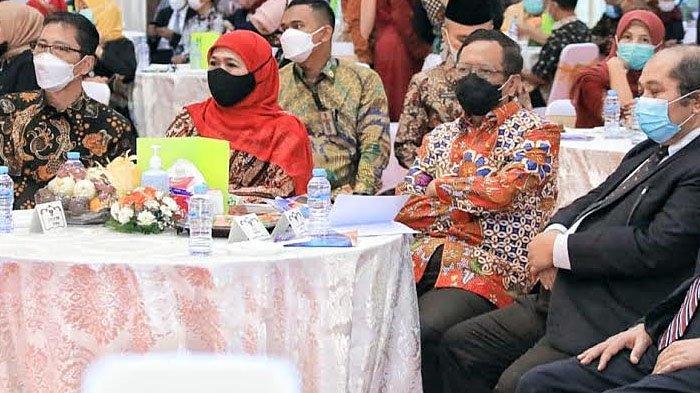 Adik Menkopolhukam Mahfud MD Dilantik Jadi Rektor Unitomo, Ini Harapan Gubernur Khofifah