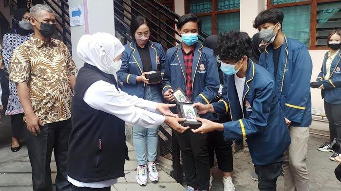 Sudah 93 Anak Jatim Meninggal Akibat Covid-19, Khofifah Ajak Ortu Lindungi Anak dengan Vaksinasi