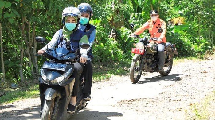 Gubernur Khofifah Naik Sepeda Motor Tinjau Pelosok Desa di Lumajang yang Terdampak Gempa
