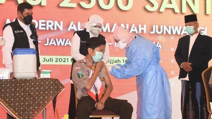 Gubernur Khofifah Apresiasi Vaksinasi Covid-19 di Pesantren Modern Al-Amanah Junwangi Krian Sidoarjo