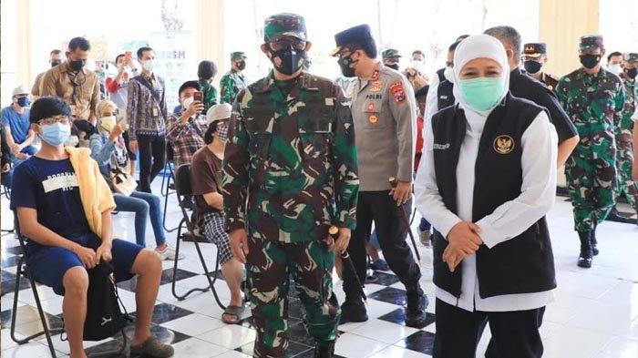Warga Surabaya Mulai Dapatkan Vaksinasi Covid-19 Massal Dosis Kedua di Makodam V Brawijaya