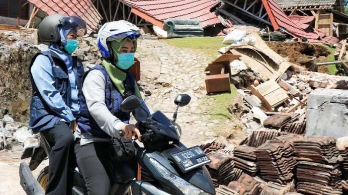 Sempat Naik Motor keLokasi Gempa di Lumajang, Khofifah Minta Sinergitas untuk Percepat Penanganan