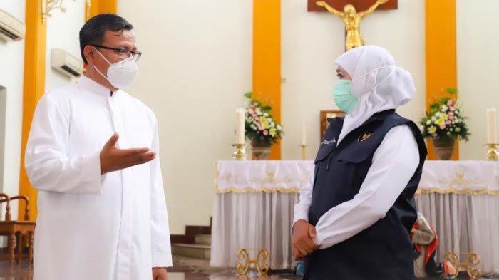 Jelang Natal, Gubernur Khofifah Pastikan Protokol Kesehatan di Gereja - gereja di Surabaya