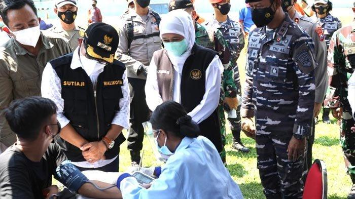 Gubernur Khofifah Tinjau Vaksinasi Covid-19 di Stadion Gajayana dan Ponpes Sabilurrosyad Malang