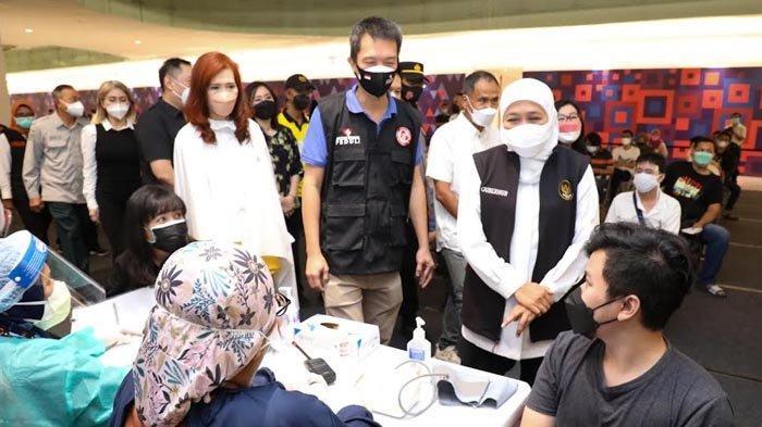 Gubernur Khofifah Tinjau Vaksinasi Covid-19 1.300 Dosis di Ciputra World, Masih Ada Sehari Lagi