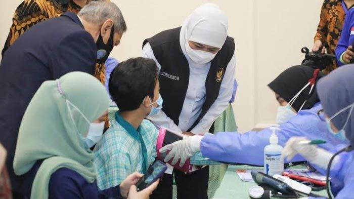 Khofifah dan IKA Unair Bantu Percepatan Vaksinasi Kabupaten Sidoarjo, Kebut Dosis Dua dan Lansia