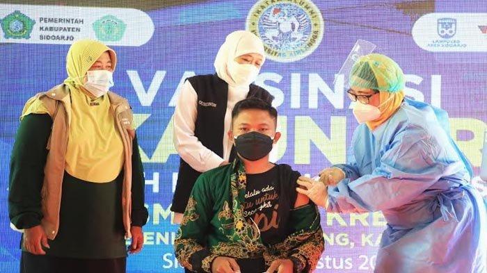 Kembali Vaksinasi Serentak Pelajar SMK/SMK di Jatim, Khofifah Maksimalkan Kesiapan PTM Terbatas