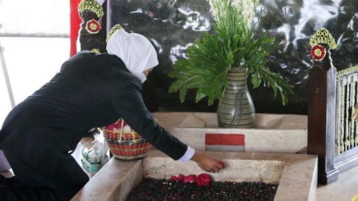 Jelang HUT Jatim ke-76, Gubernur Khofifah Ziarah ke Makam Bung Karno