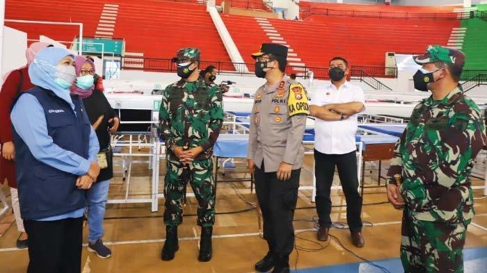 Tinjau RS Darurat GBT untuk Perawatan Pasien Covid, Khofifah Apresiasi upaya Pemkot Surabaya