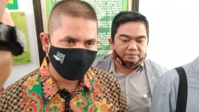 Anak yang Gugat Bapak Rp 3 M Hadir di PN Bandung: Saya Salah, Saya Akan Bersujud di Kaki Bapak
