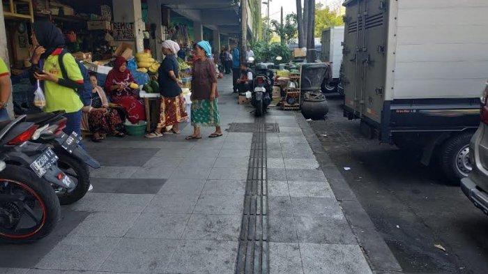 Jalur Pemandu Untuk Tunanetra di Pasar Genteng 'Dirampas' Pedagang, ini Reaksi Pemkot Surabaya