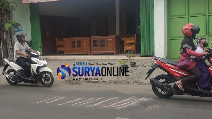 Lapor Cak - Waspada Gundukan Aspal di Jalan Kalirungkut, Hampir Tiap Hari Ada Pengendara Motor Jatuh