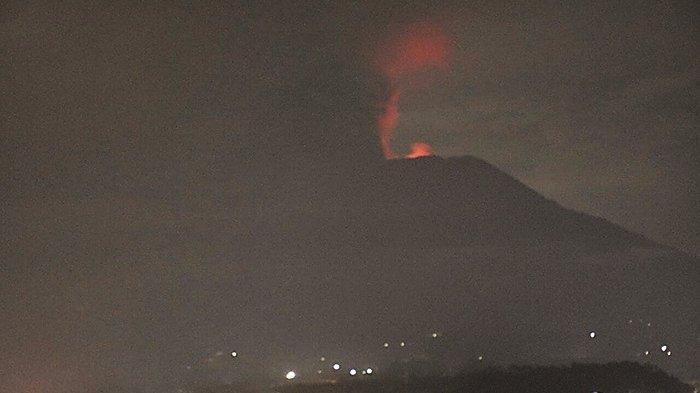 Gunung Agung Erupsi Bikin Abu Vulkanik Menyebar, Bandara Ngurah Rai Ditutup Hari Ini