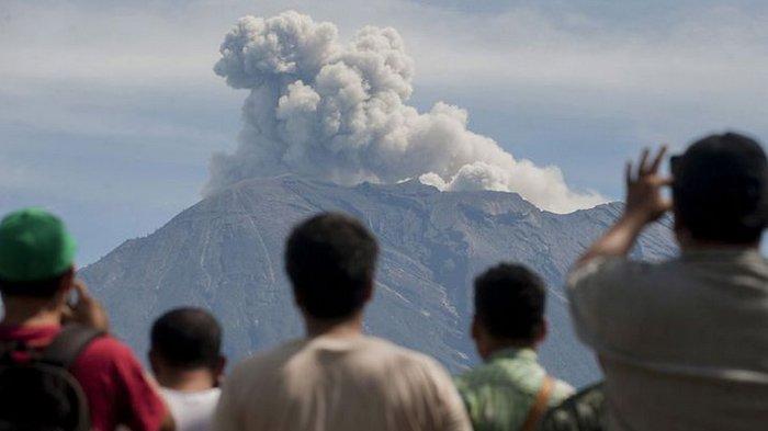 Lagi, Gunung Agung Erupsi, Semburan Abu Vulkanik Mengarah ke Timur